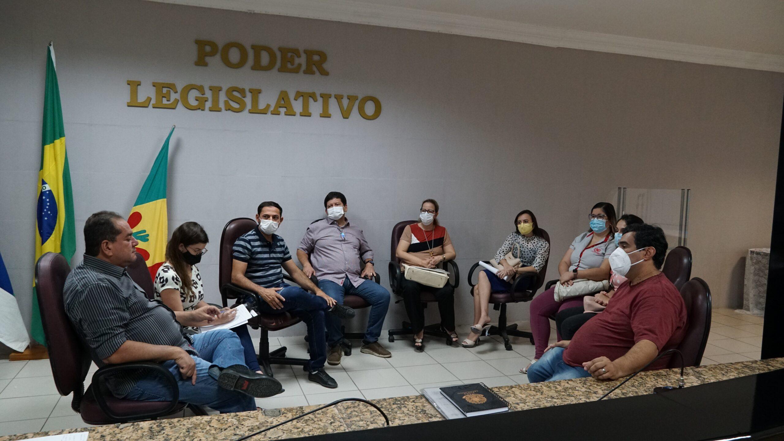 Comissão de Saúde da Casa Plínio Amorim recebe demandas dos farmacêuticos de Petrolina