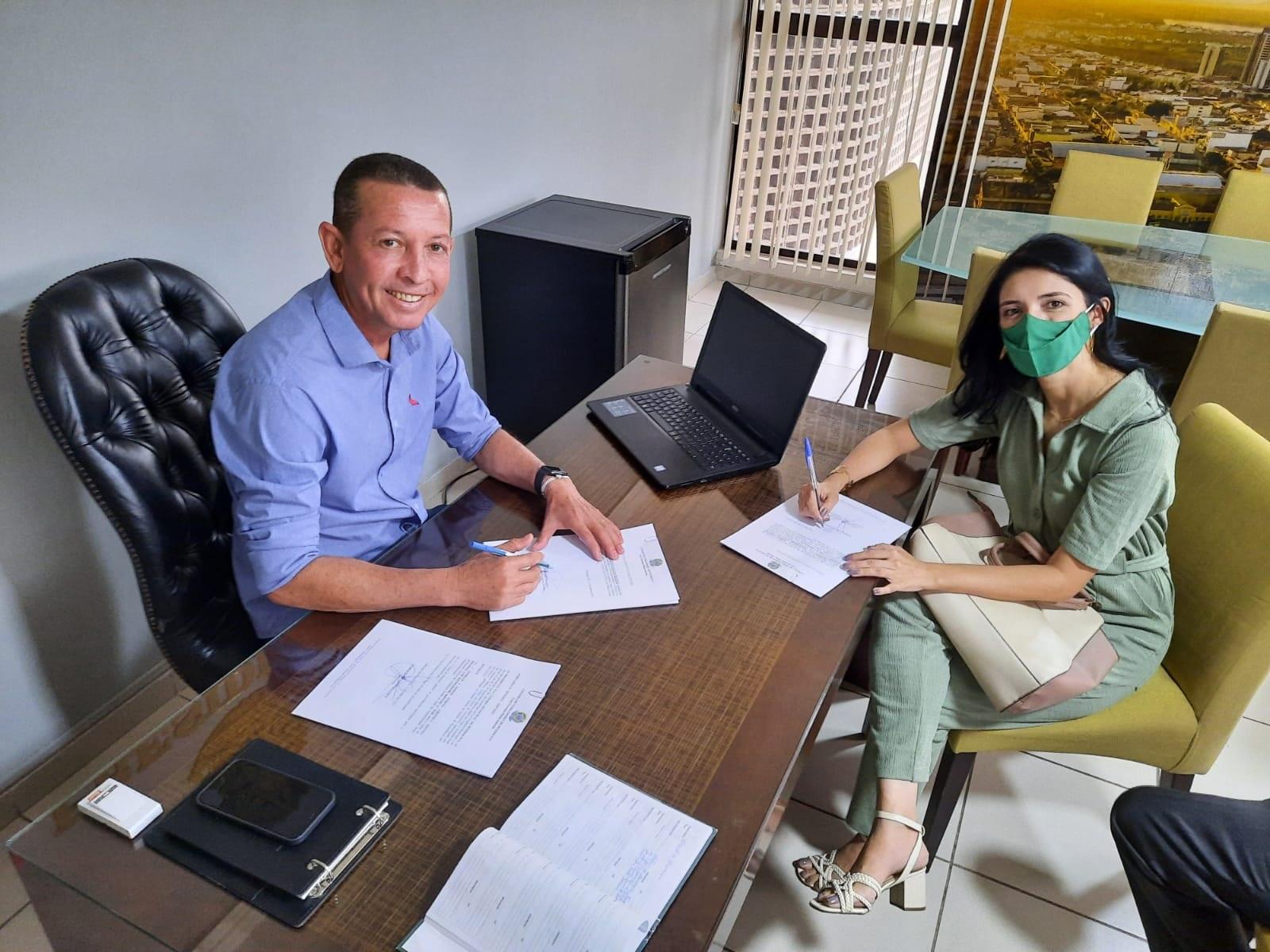 Aero Cruz empossa nova jornalista para cargo de assessoria de comunicação da Câmara de Petrolina